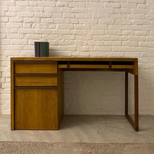 scrivania cassetti